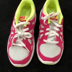 Girls Nike new without tag authentic shoes US 1.5Y EUR 33